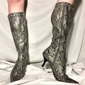 Shoes - Fiona Faux Grey Snakeskin🐍🐍 Heeled Boots 👢